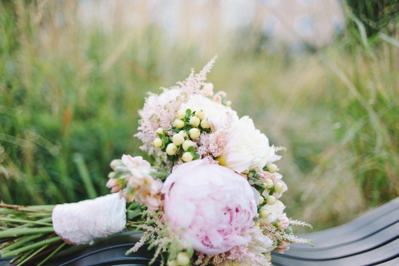 tanner-springs-park-ecotrust-building-wedding-bouquet-portland-oregon-shelley-marie-photo-9