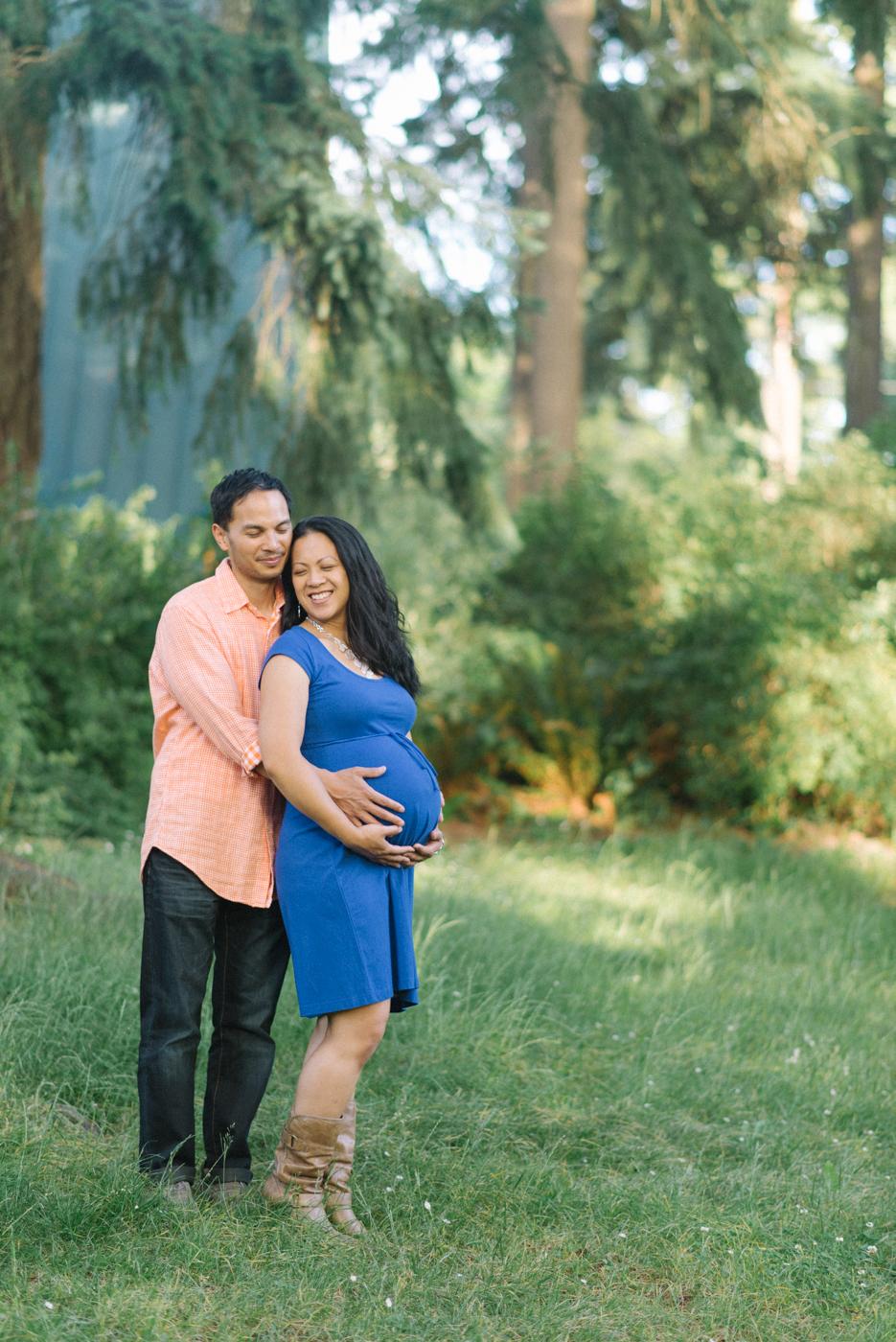Portland-oregon-maternity-photography-couple-Hoyt-Arboretum-Washington-Park-professional-family-session-photos-natural-woodland-8