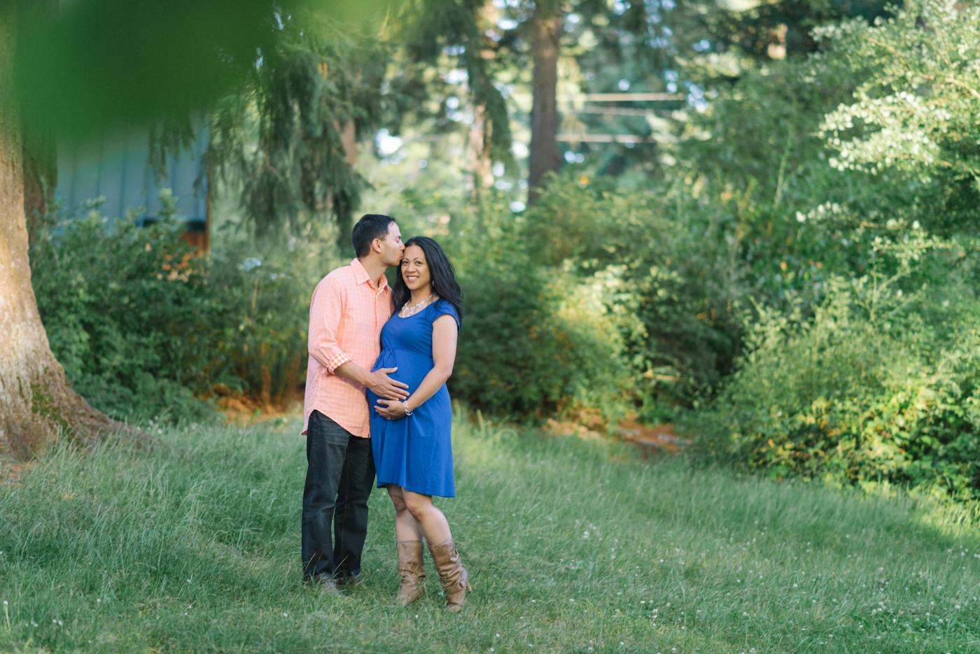 Portland-oregon-maternity-photography-couple-Hoyt-Arboretum-Washington-Park-professional-family-session-photos-natural-woodland-9
