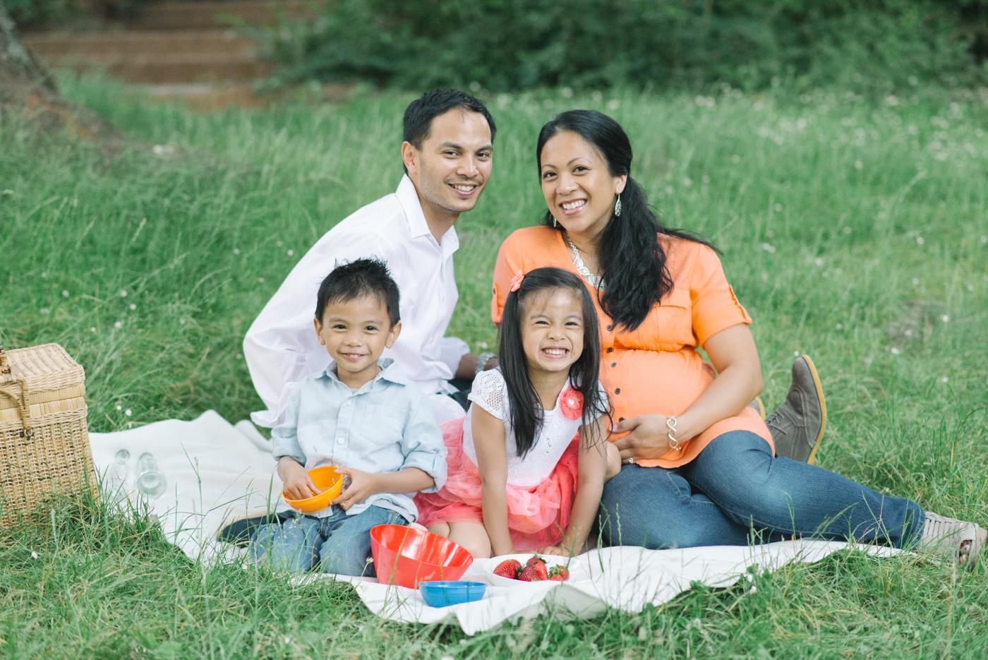 Portland-Oregon-family-maternity-photographer-Hoyt-Arboretum-Washington-Park-professional-session-photos-natural-woodland-18