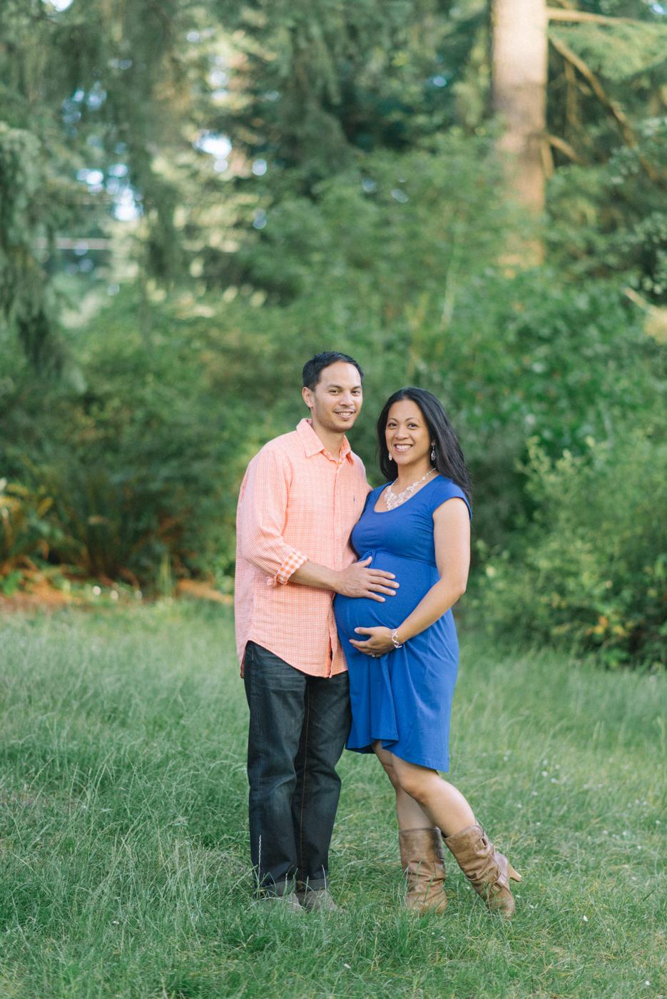 Portland-oregon-maternity-photography-couple-Hoyt-Arboretum-Washington-Park-professional-family-session-photos-natural-woodland-20
