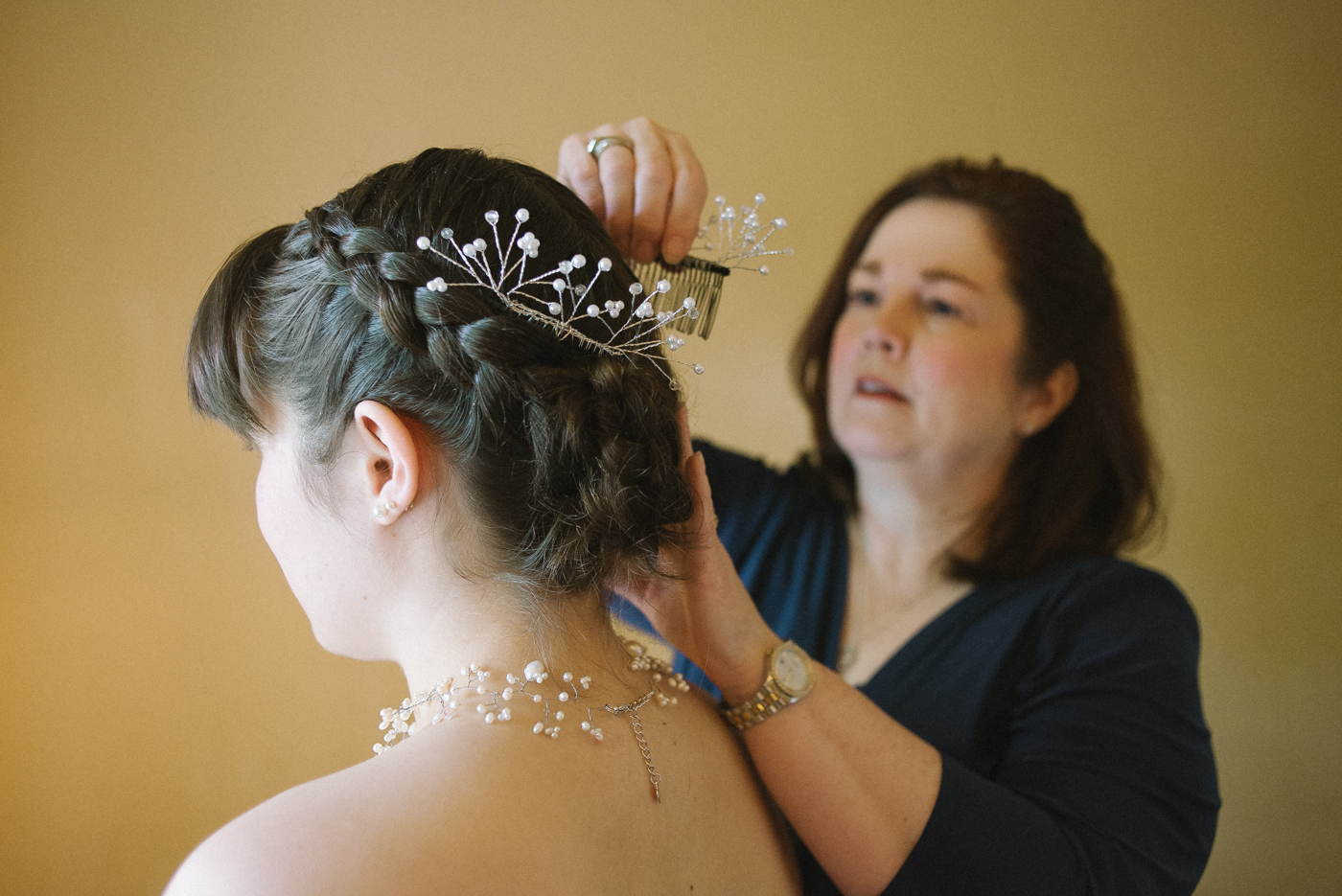 Dorris-Ranch-Wedding-Springfield-Oregon-bride-getting-ready-Shelley-Marie-Photo-2
