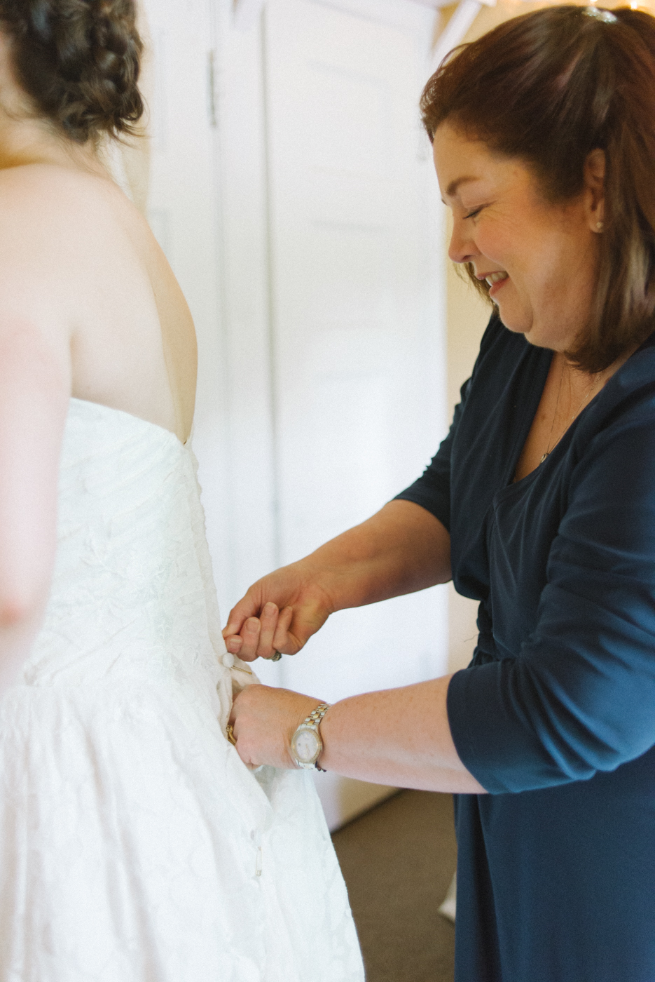 Dorris-Ranch-Wedding-Springfield-Oregon-bride-getting-ready-Shelley-Marie-Photo-4