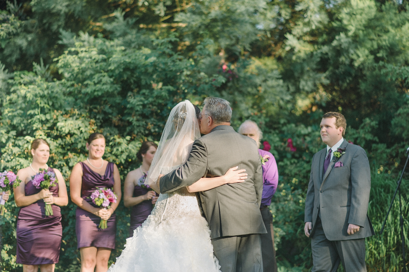 portland-oregon-wedding-photographer-bride-and-father-at-aisle-mcmenamins-edgefield-shelley-marie-photo-5