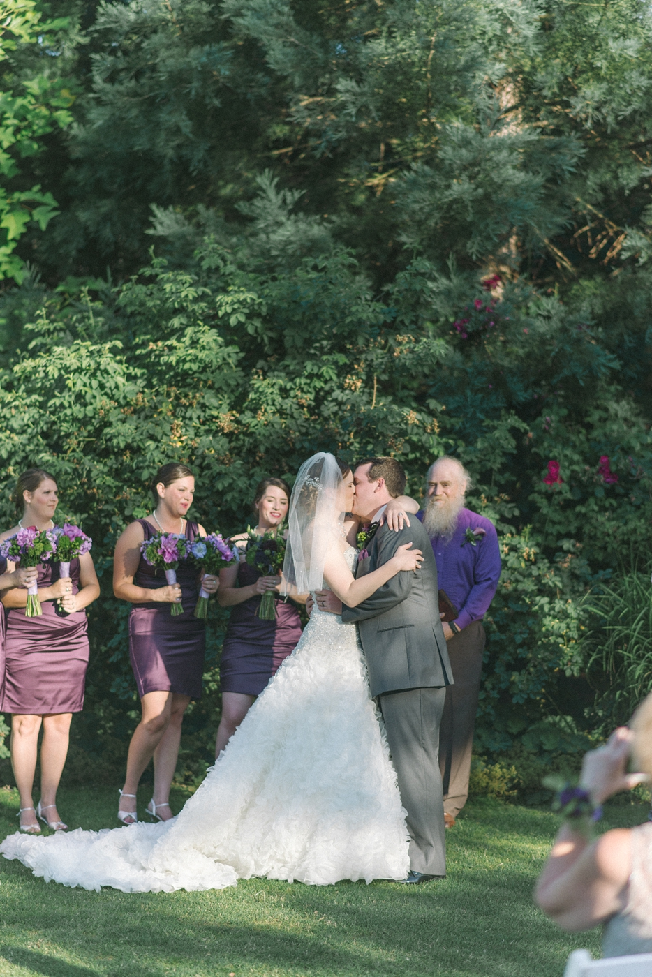 portland-oregon-wedding-photographer-kiss-ceremony-mcmenamins-edgefield-shelley-marie-photo-8