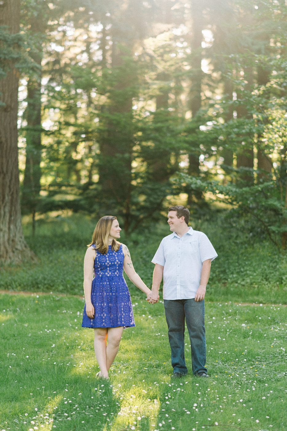 engagement-photography-portland-oregon-hoyt-arboretum-washington-park-romantic-couples-portraits-holding-hands-nature-natural-light-forest-field-shelley-marie-photo-1