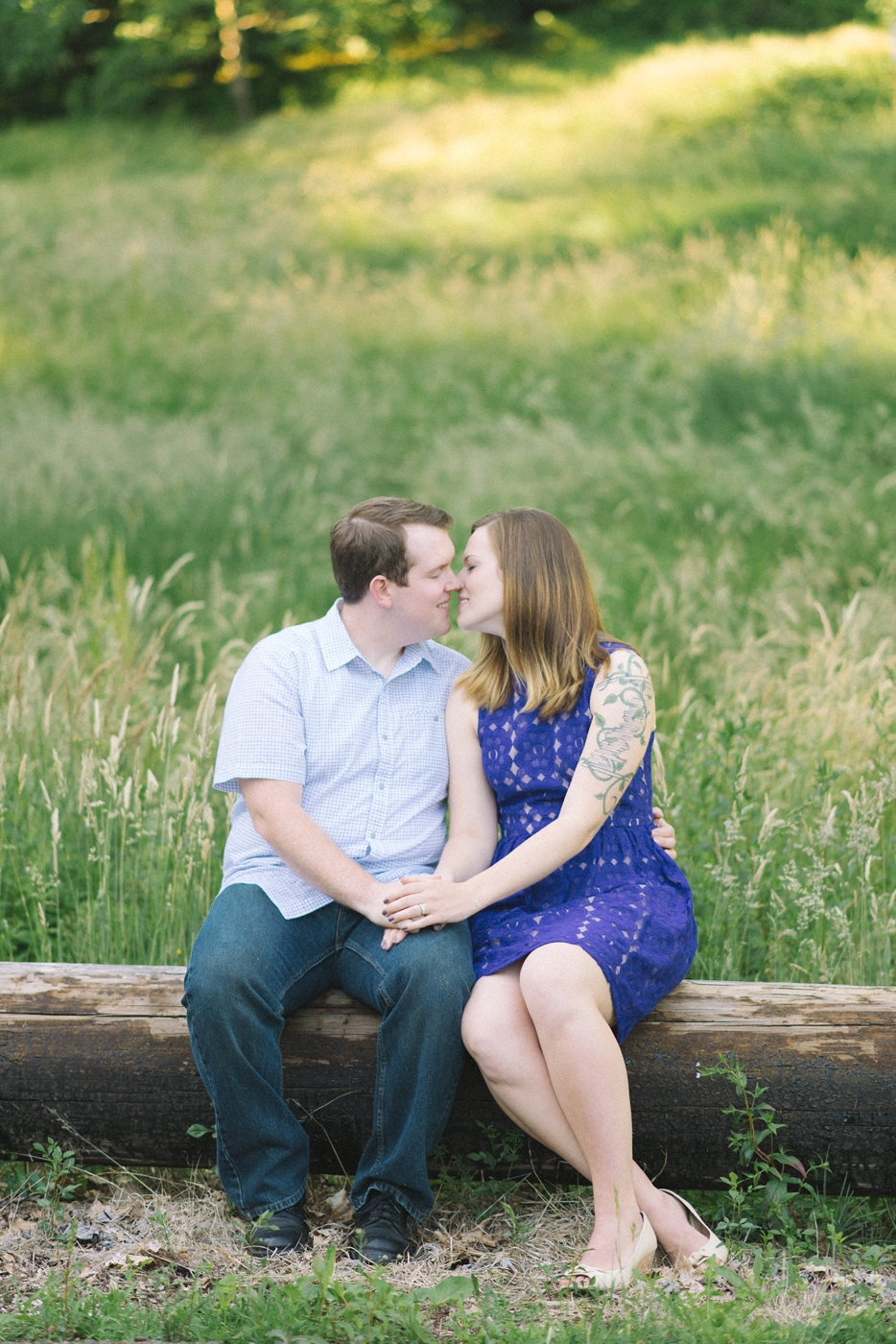 engagement-photography-portland-oregon-hoyt-arboretum-washington-park-romantic-couples-portraits-nature-natural-light-forest-field-shelley-marie-photo-2