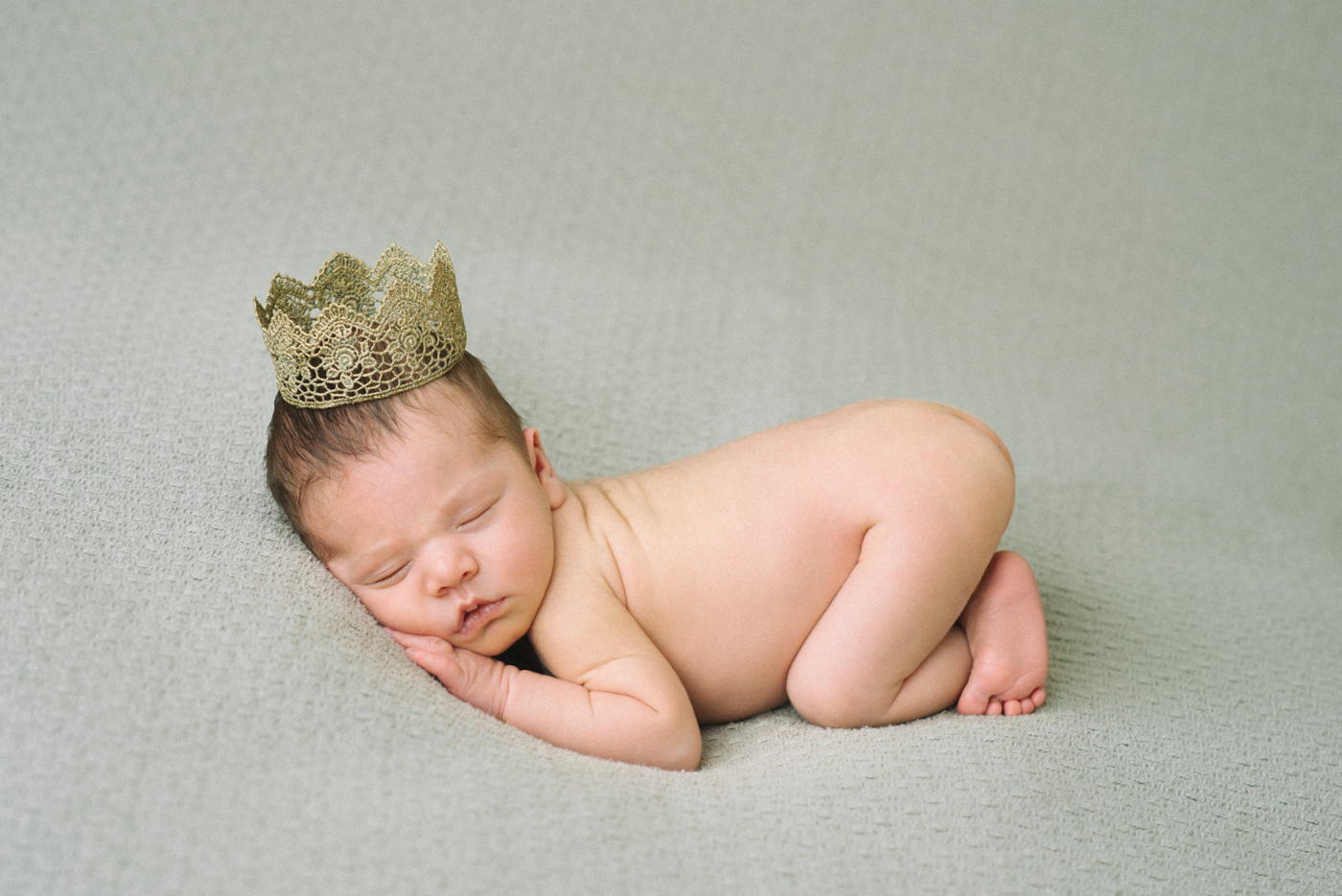portland-newborn-photography-gold-crown-sleeping-baby-girl-blue-shelley-marie-photo