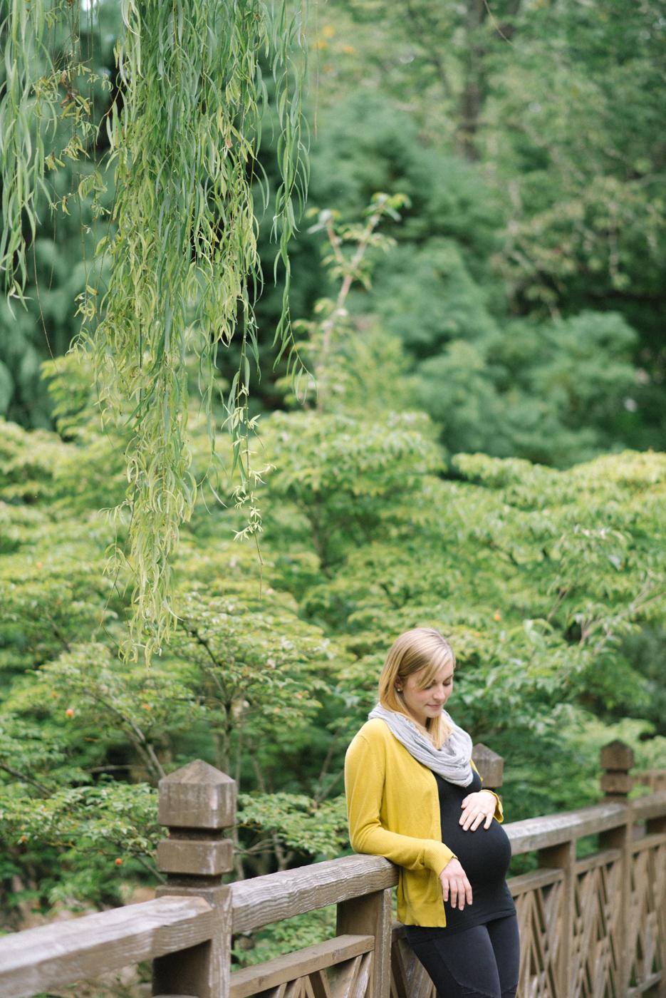 portland-oregon-maternity-photography-pregnancy-crystal-springs-rhododendron-garden-bridge-sweet-romantic-shelley-marie-photo-1