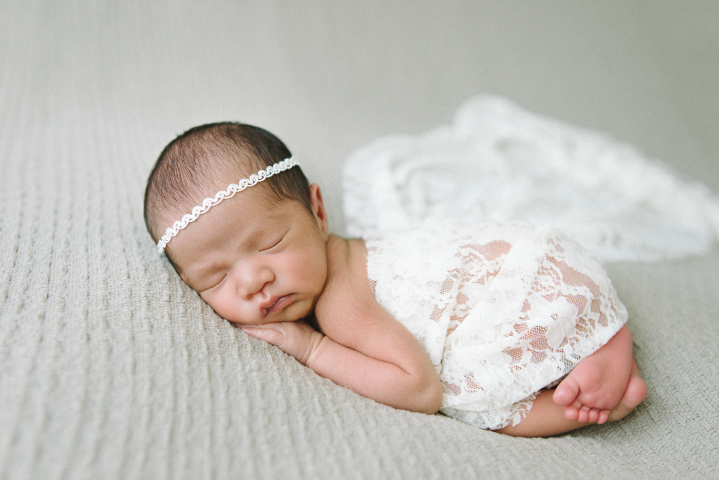 Newborn-Photographer-Portland-Oregon-Portrait-Sleeping-Baby-Girl-White-Lace-Headband-Natural-light-Shelley-Marie-Photography-3