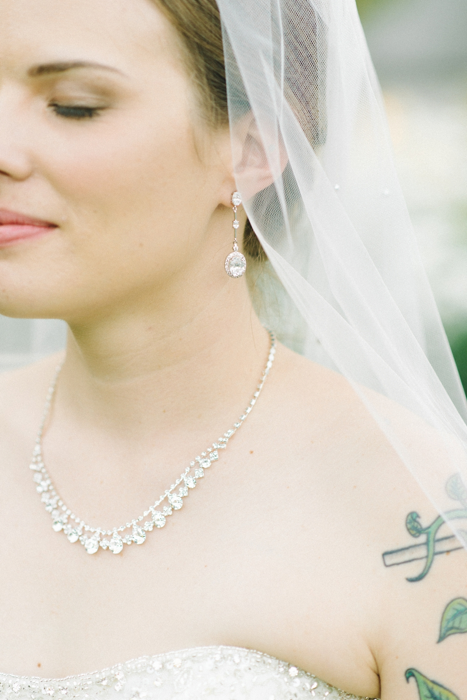 Portland-Oregon-Wedding-photographer-mcmenamins-edgefield-diamond-jewelry-bling-tattoo-shelley-marie-photography-1