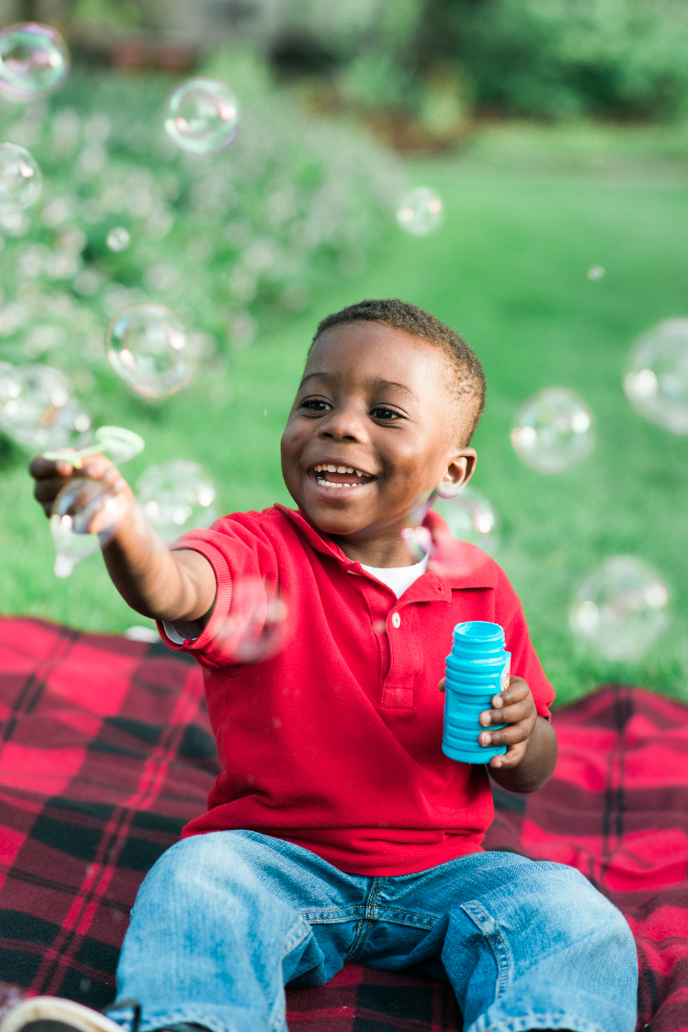 portland-family-photographer-adoption-bubbles-red-blanket-mcmenamins-edgefield-shelley-marie-photo.jpg