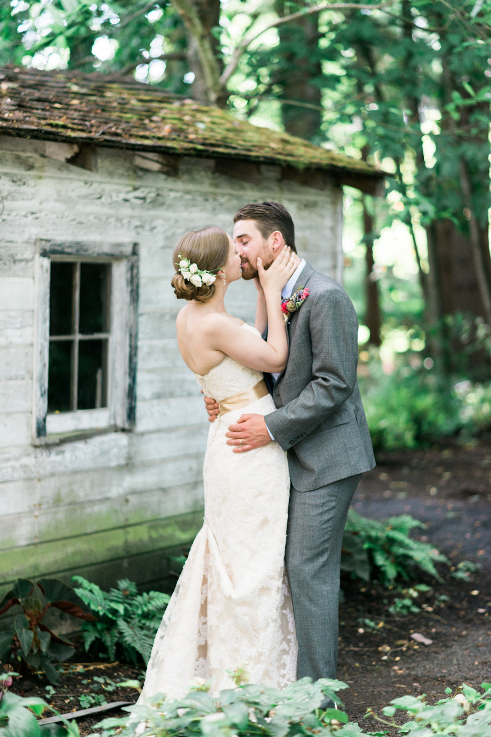 Mcmenamins-Cornelius-Pass-Roadhouse-rustic-natural-diy-outdoor-barn-wedding-Dane-Kirsten-Shelley-Marie-Photo-1