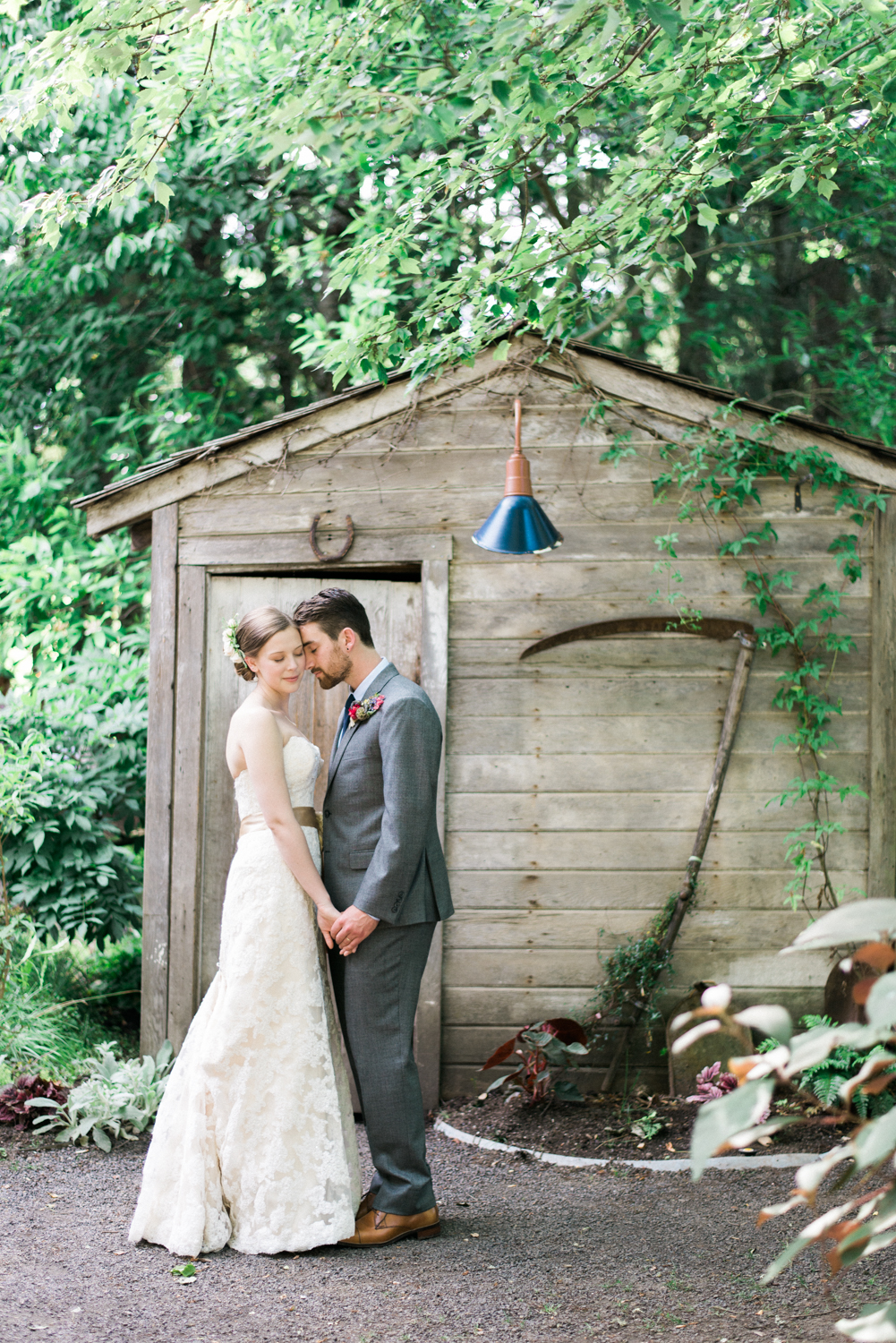 Mcmenamins-Cornelius-Pass-Roadhouse-rustic-natural-diy-outdoor-barn-wedding-Dane-Kirsten-Shelley-Marie-Photo-2