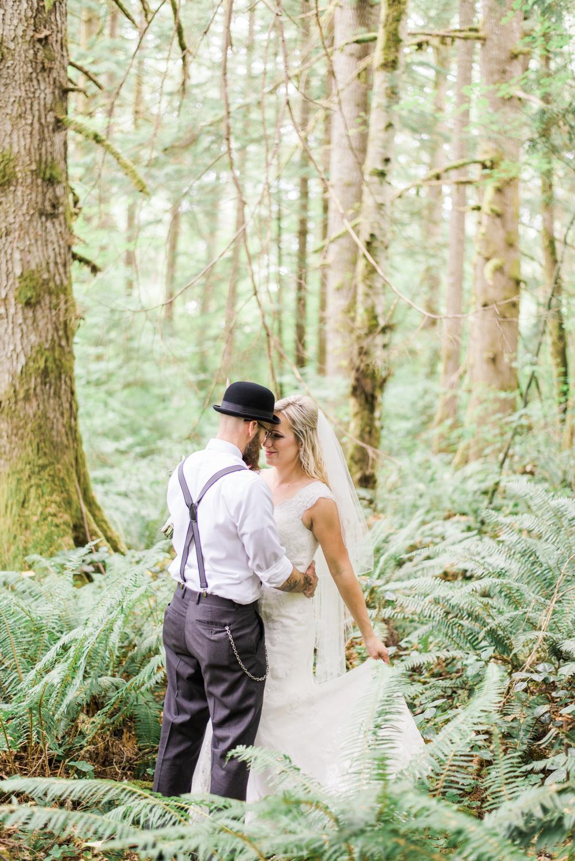 portland-oregon-wedding-DIY-vintage-backyard-rustic-shelley-marie-photo-3