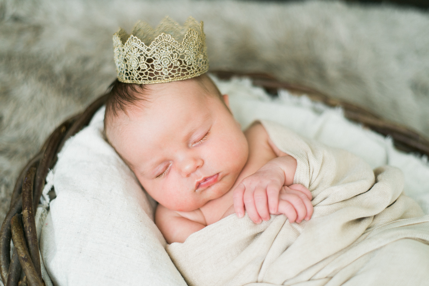 portland-newborn-photographer-baby-girl-crown-shelley-marie-photography-17