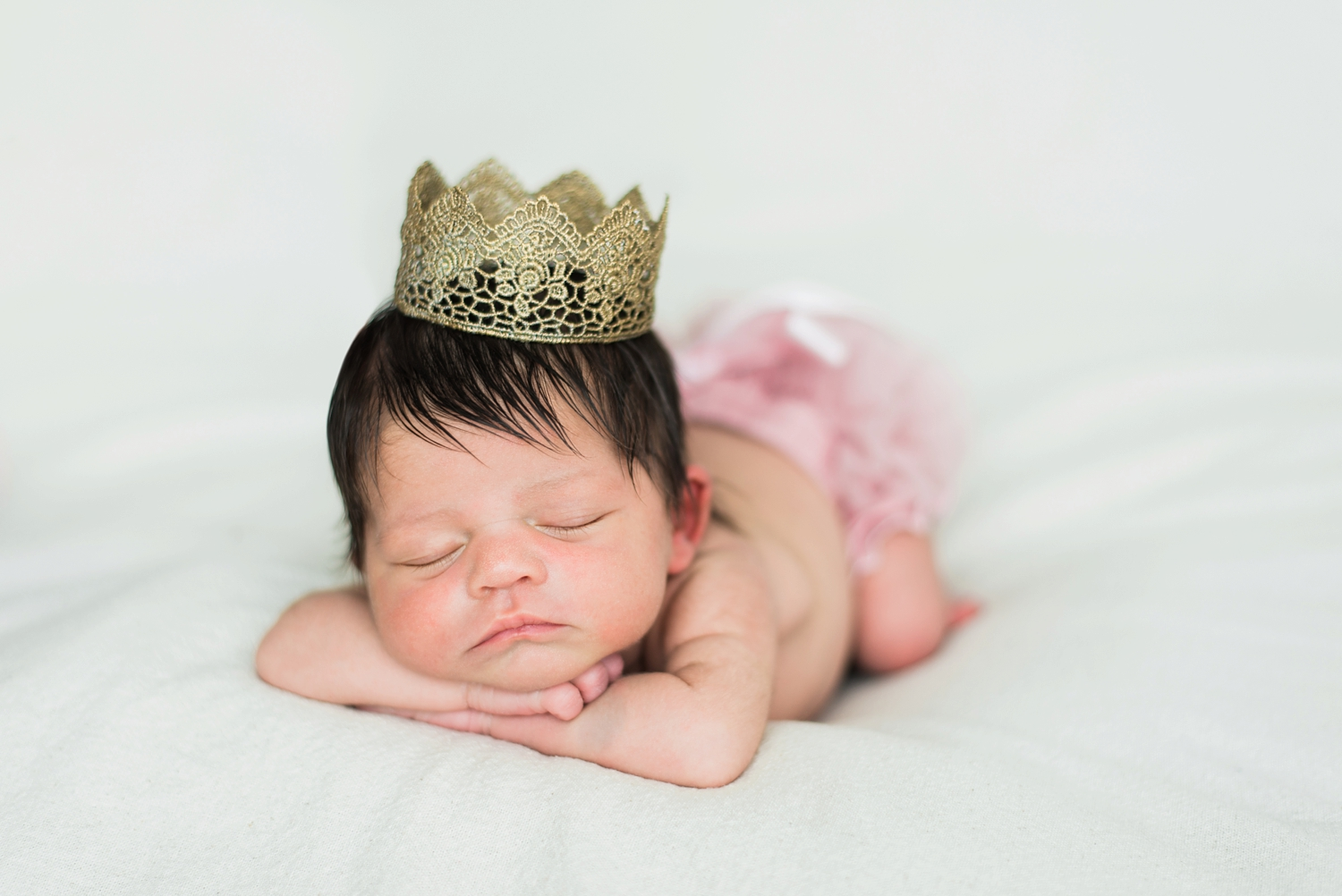 portland-newborn-photographer-baby-girl-crown-shelley-marie-photo-13