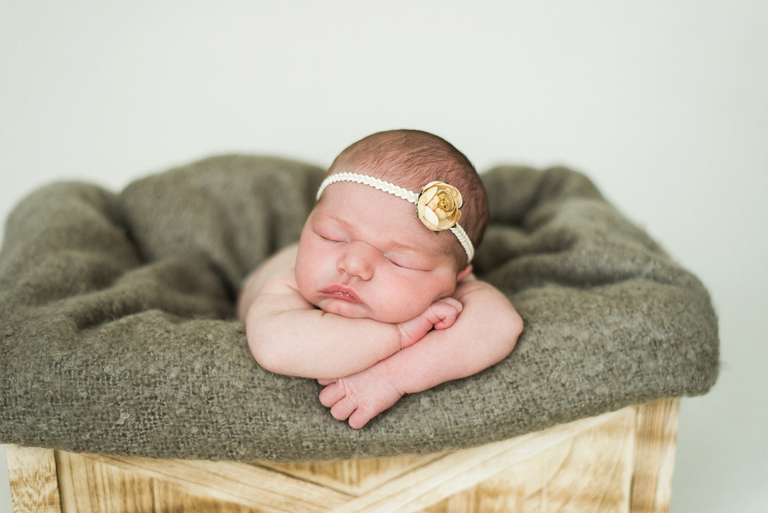 portland-newborn-photographer-baby-girl-yellow-flower-headband-02