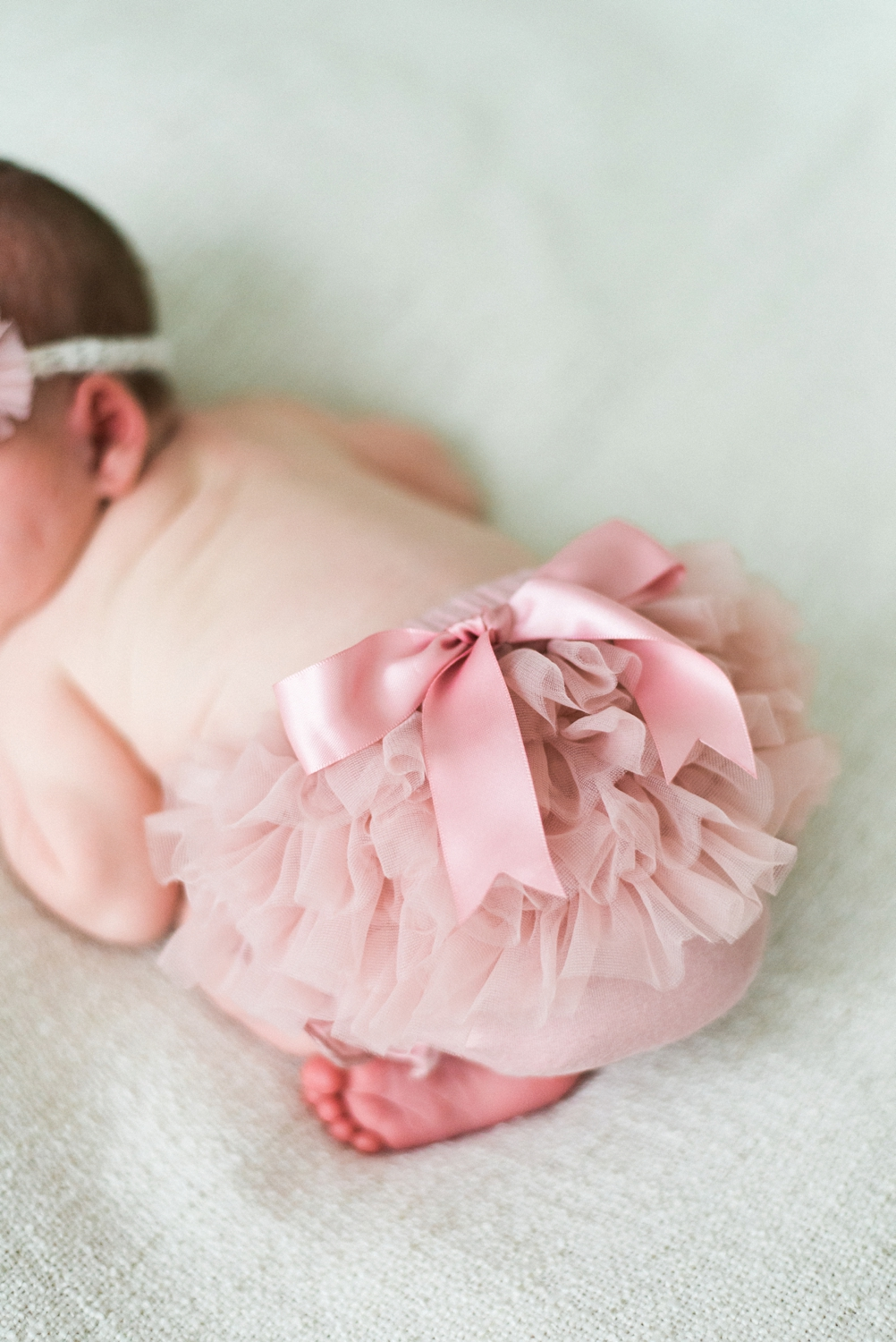 portland-newborn-photographer-baby-girl-pink-tutu-bow-03