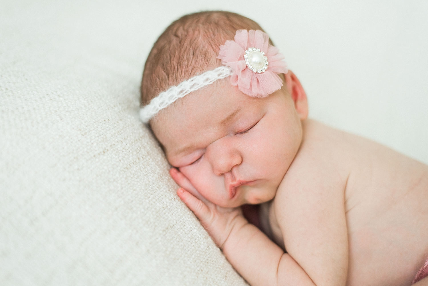 portland-newborn-photographer-baby-girl-pink-headband-03