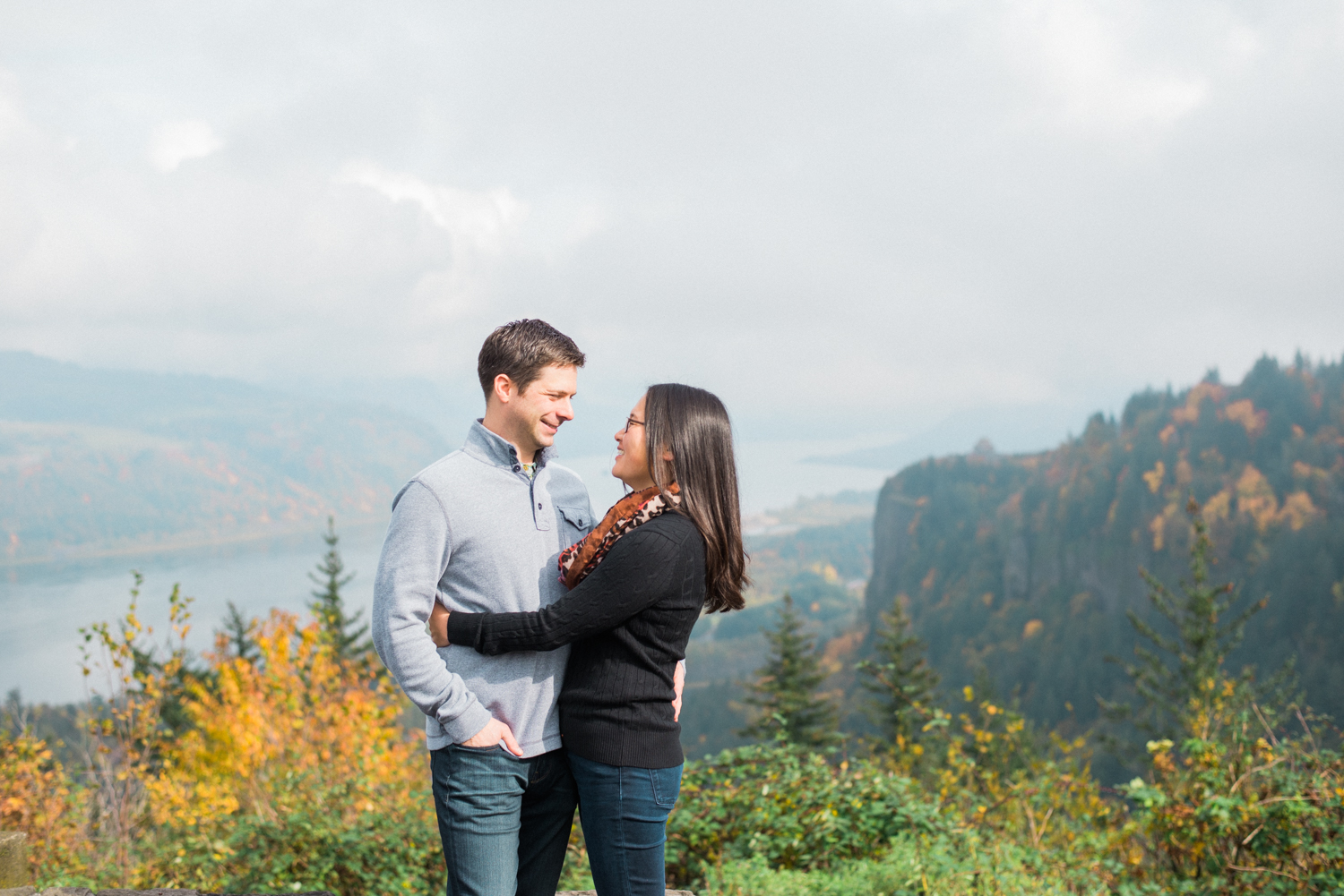 portland-engagement-columbia-river-gorge-latourell-waterfall-autumn-fall-crown-point-shelley-marie-photo-02.jpg