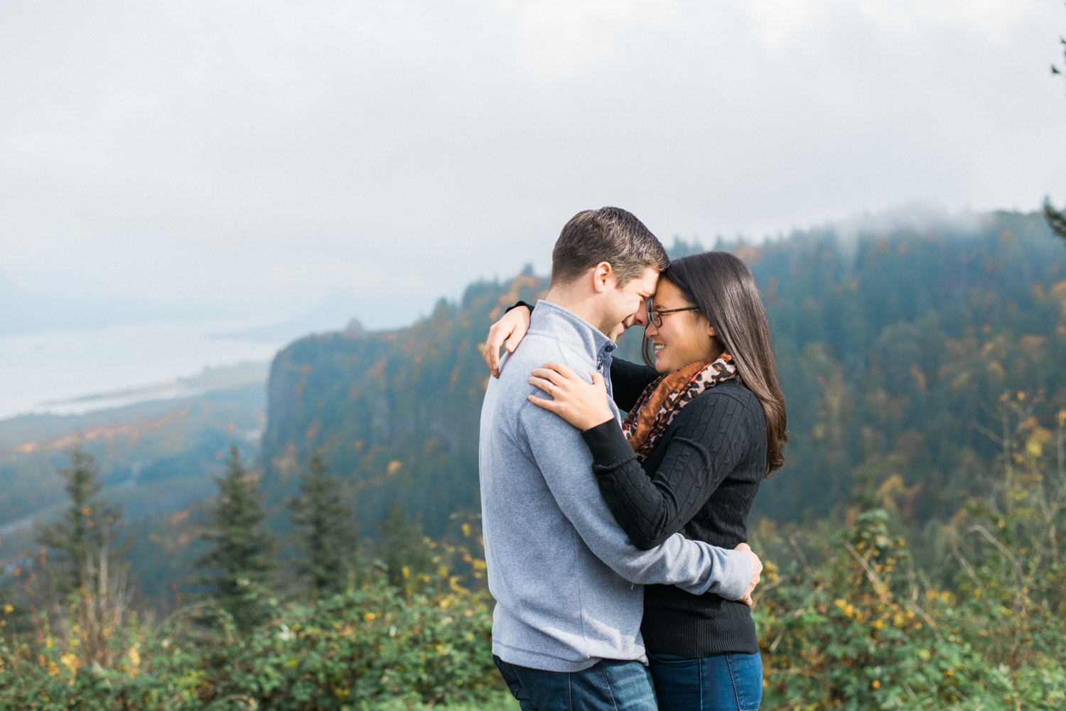 portland-engagement-columbia-river-gorge-latourell-waterfall-autumn-fall-crown-point-shelley-marie-photo-03.jpg