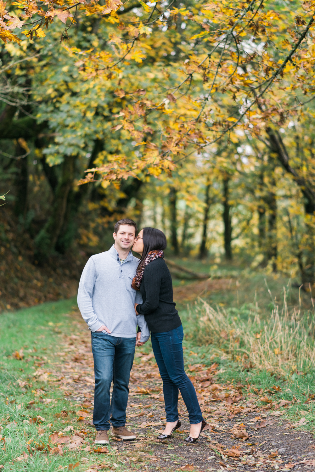 portland-engagement-columbia-river-gorge-latourell-waterfall-autumn-fall-crown-point-shelley-marie-photo-08.jpg