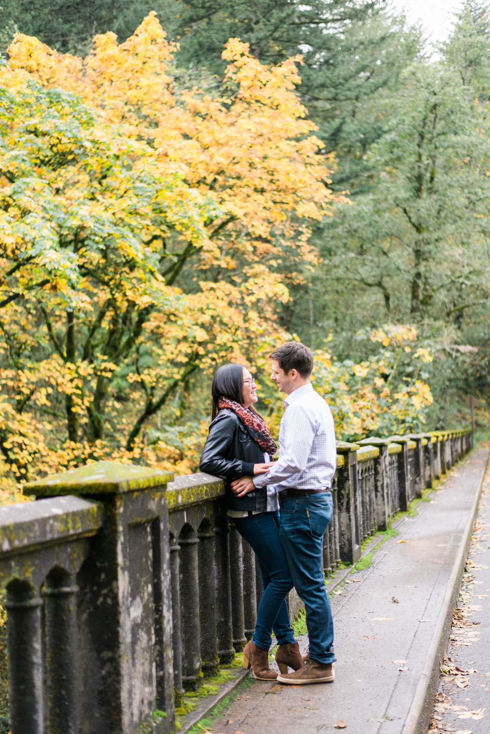 portland-engagement-columbia-river-gorge-latourell-waterfall-autumn-fall-crown-point-shelley-marie-photo-34.jpg