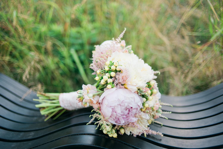 tanner-springs-park-wedding-portland-oregon-bridal-bouquet-florals-shelley-marie-photo-1253.jpg