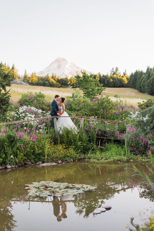 mount-hood-bnb-wedding-portland-oregon-sokhorn-jay-1216_cr.jpg