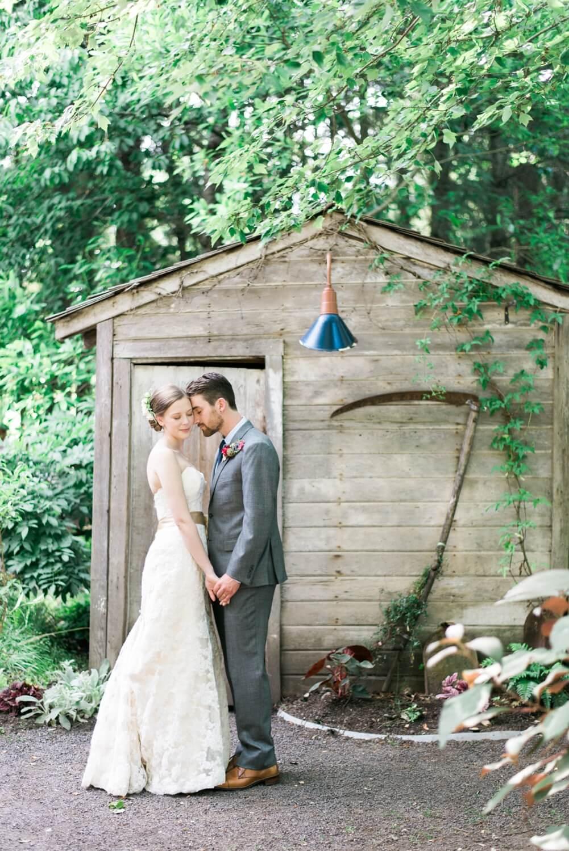 Portland-barn-wedding-mcmenamins-cornelius-pass-roadhouse-shelley-marie-photo-084_cr.jpg