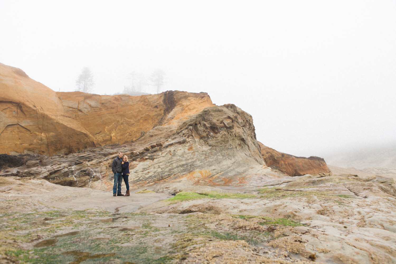 engagement-photography-oregon-coast-cape-kiwanda-shelley-marie-photo-C004.jpg