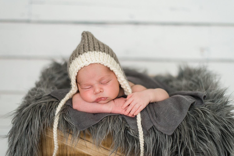 best-portland-oregon-newborn-photographer-sleeping-baby-boy-in-gray-knit-hat-shelley-marie-photography-5.jpg