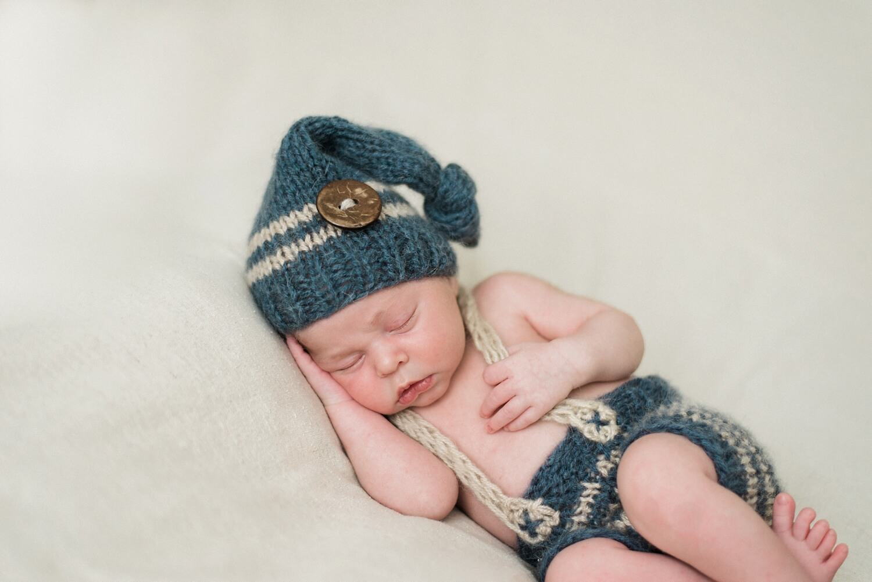 best-portland-oregon-newborn-photographer-sleeping-baby-boy-in-knit-hat-pants-suspenders-shelley-marie-photography.jpg