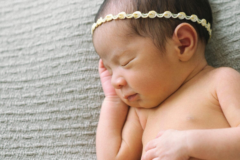 portland-oregon-newborn-photographer-sleeping-baby-girl-yellow-headband-shelley-marie-photography.jpg