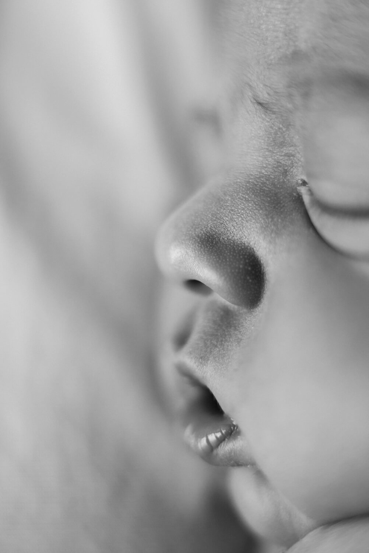 best-portland-oregon-newborn-photographer-sleeping-baby-nose-lips-shelley-marie-photography-3.jpg