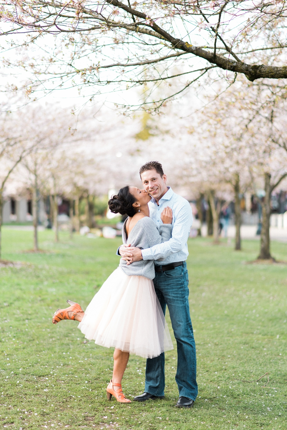 portland-waterfront-engagement-cherry-blossom-cathedral-park-sokhorn-jay-010_cr.jpg