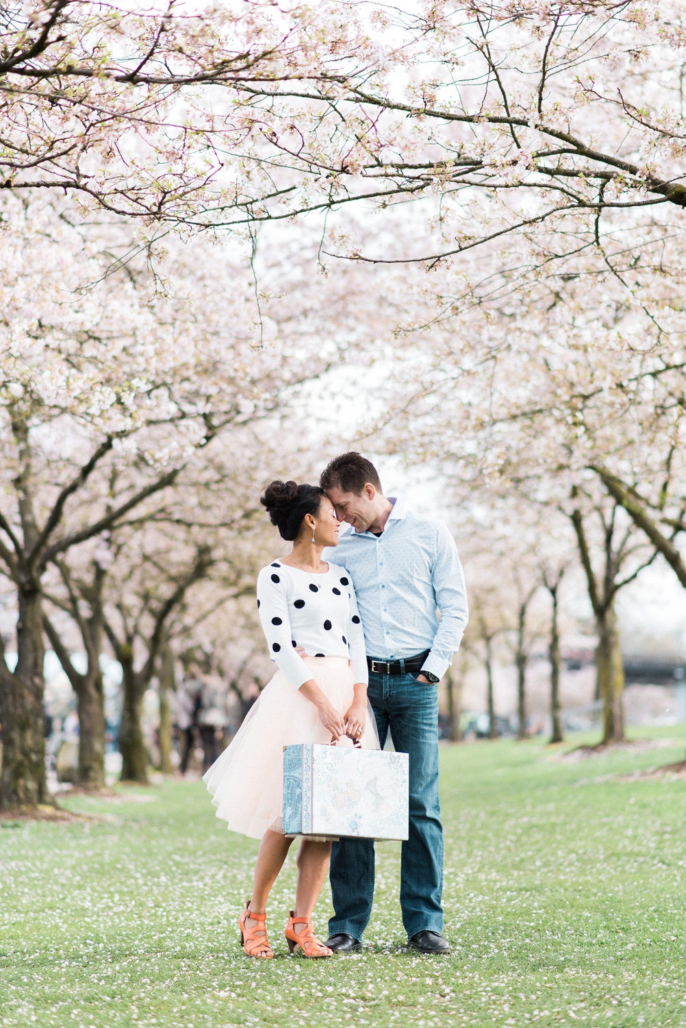 portland-waterfront-engagement-cherry-blossom-cathedral-park-sokhorn-jay-109_cr.jpg