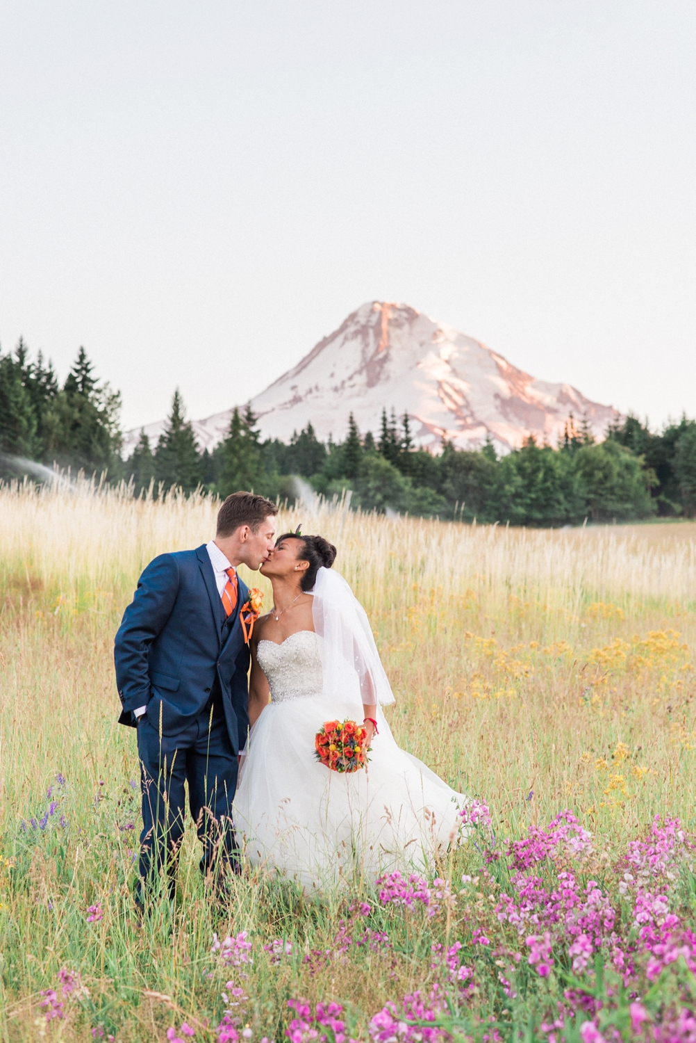 mount-hood-bnb-wedding-portland-oregon-sokhorn-jay-1320_cr.jpg