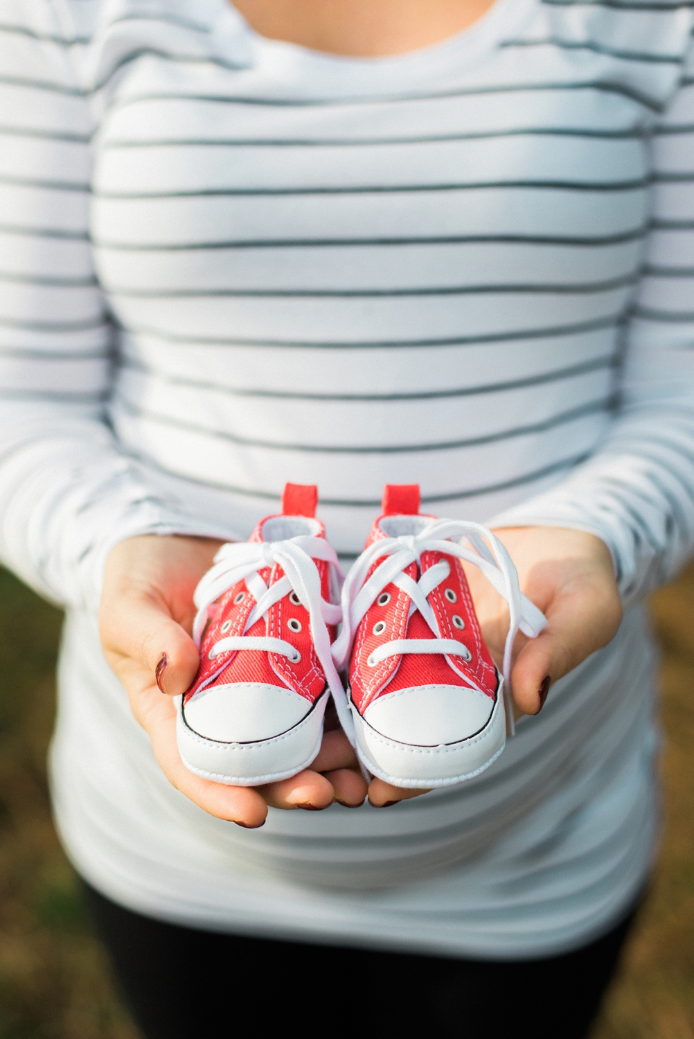 hood-river-maternity-baby-shoes-columbia-river-gorge-shelley-marie-photo-005_cr.jpg