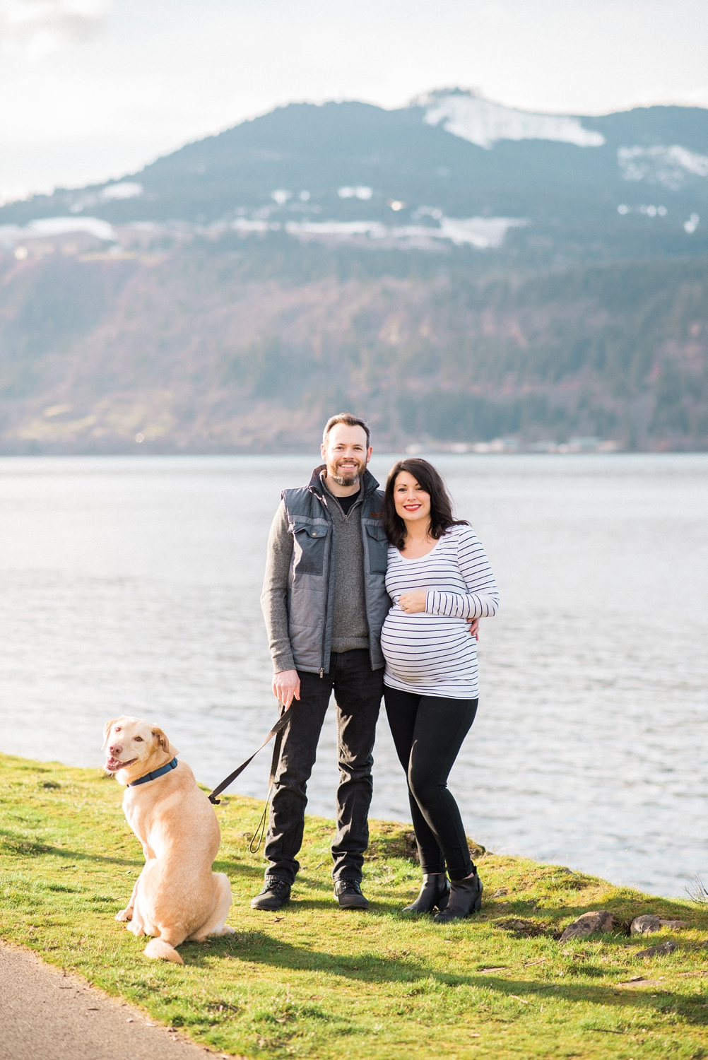 hood-river-maternity-photos-with-dog-columbia-river-gorge-shelley-marie-photo-021_cr.jpg