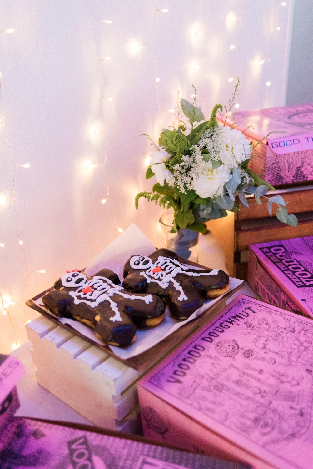 voo-doo-doughnut-wedding-urban-studio-portland-shelley-marie-photo-427_cr.jpg