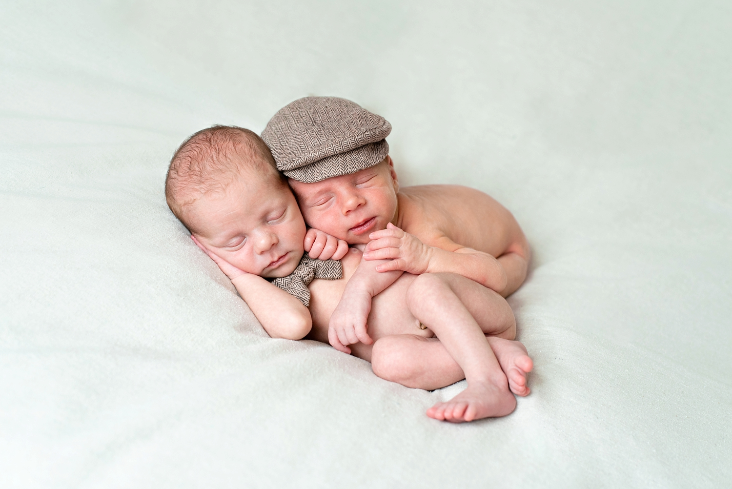 portland-twin-boys-newborn-session-shelley-marie-photo-113_cr.jpg