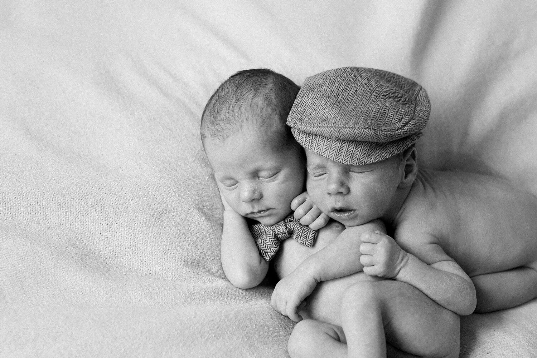 portland-twin-boys-newborn-session-shelley-marie-photo-116_cr.jpg