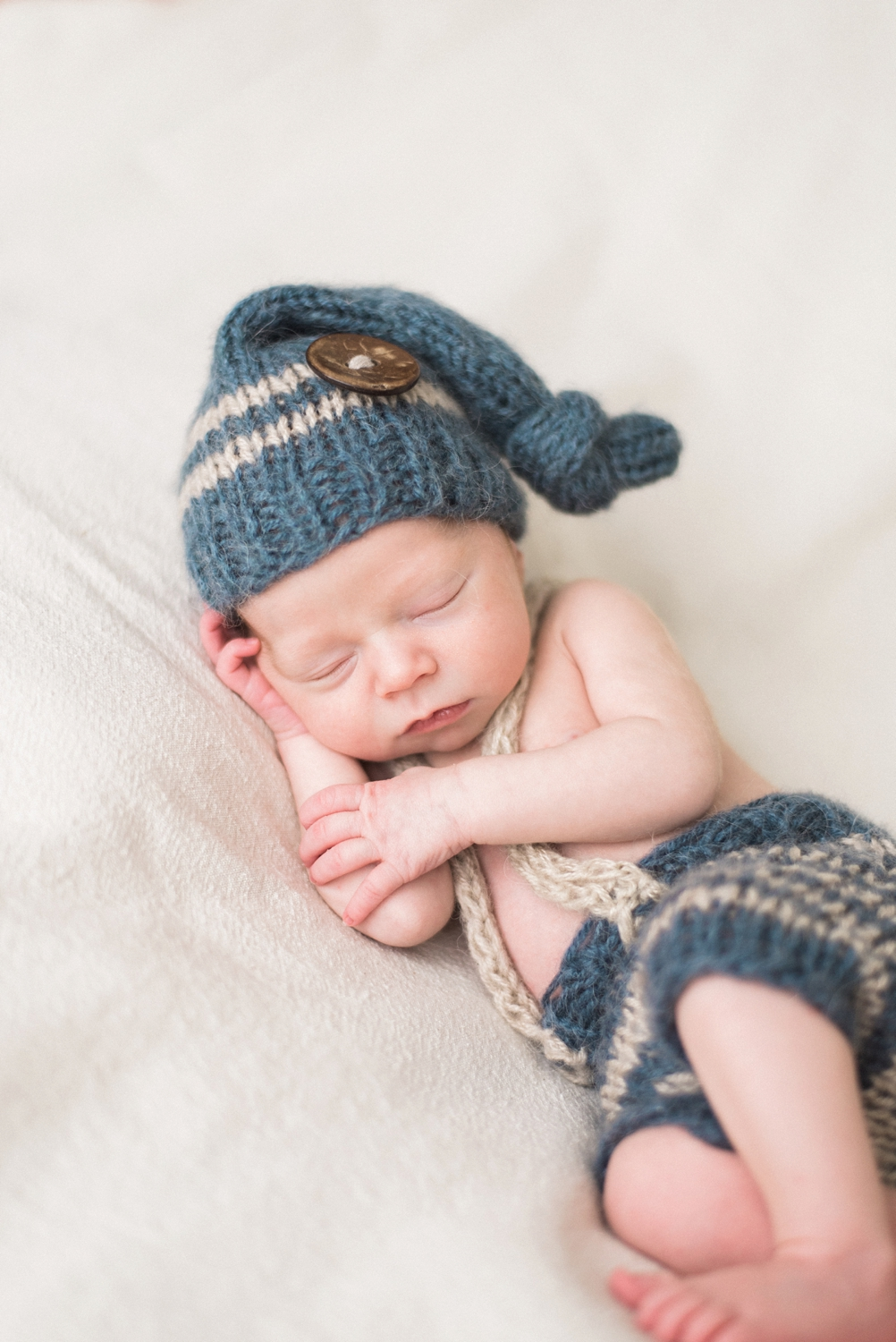 portland-newborn-session-baby-boy-knit-hat-overalls-shelley-marie-photo-134_cr.jpg