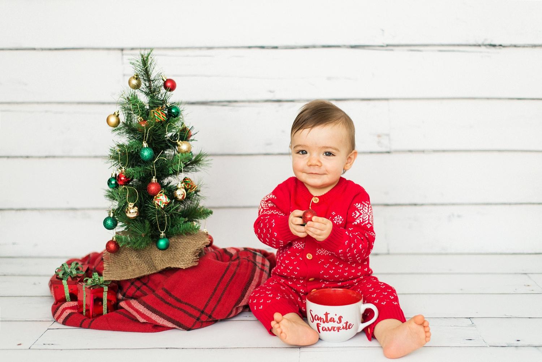 portland-newborn-christmas-tree-holiday-photos-1-year-baby-portrait-session-126_cr.jpg