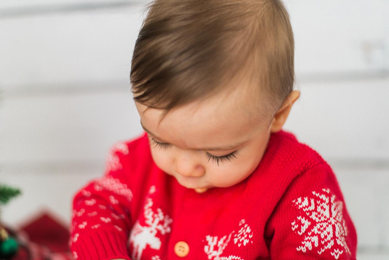 portland-newborn-christmas-tree-holiday-photos-1-year-baby-portrait-session-147_cr.jpg