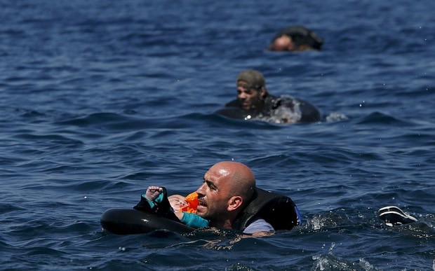 migrants_3553342b.jpg