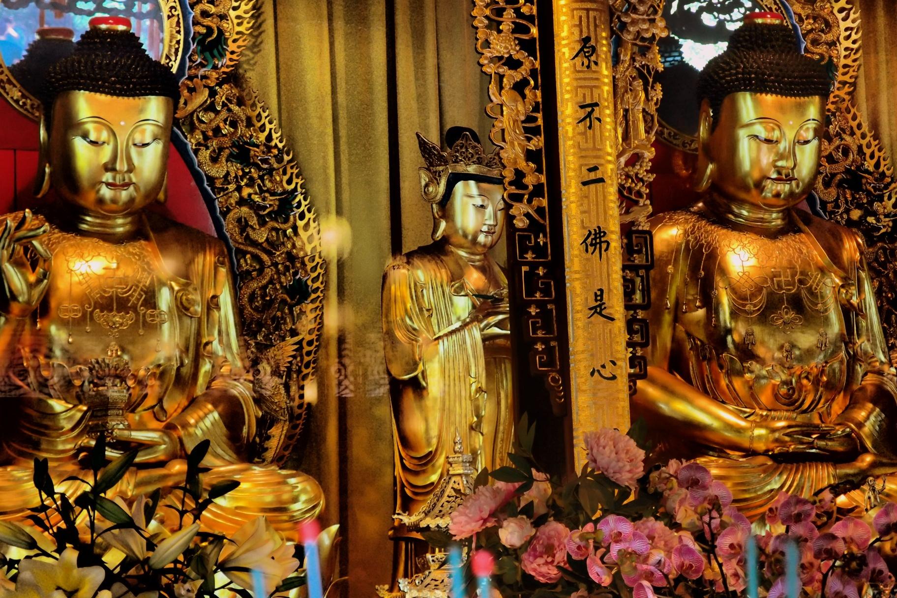 Very photogenic, the old Po Lin Monastery