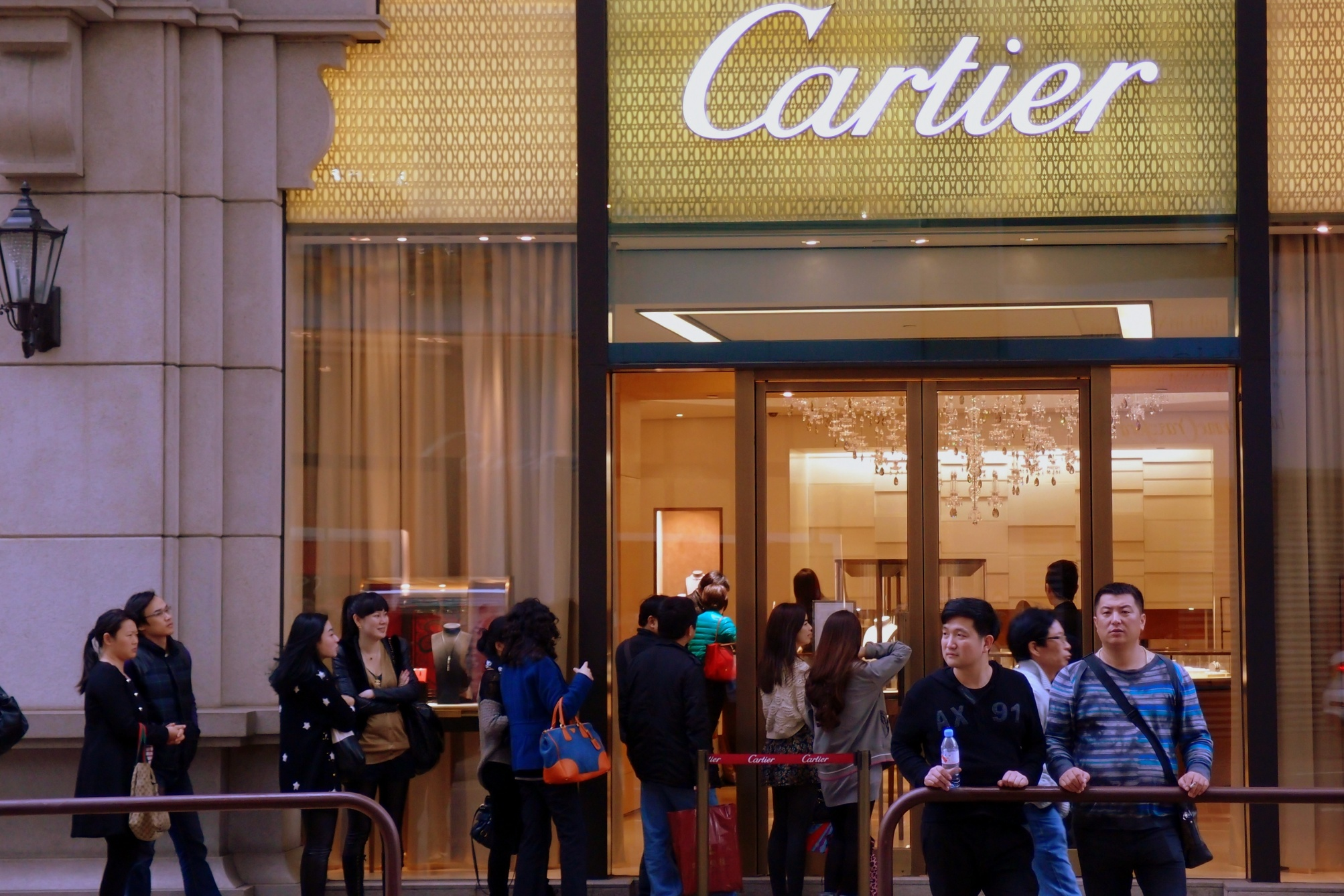 You are not mistaken, this is a queue outside Cartier